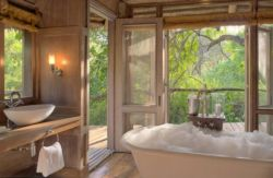 Tansania-Lake-Manyara-Tree-Lodge-Zimmer-Bad